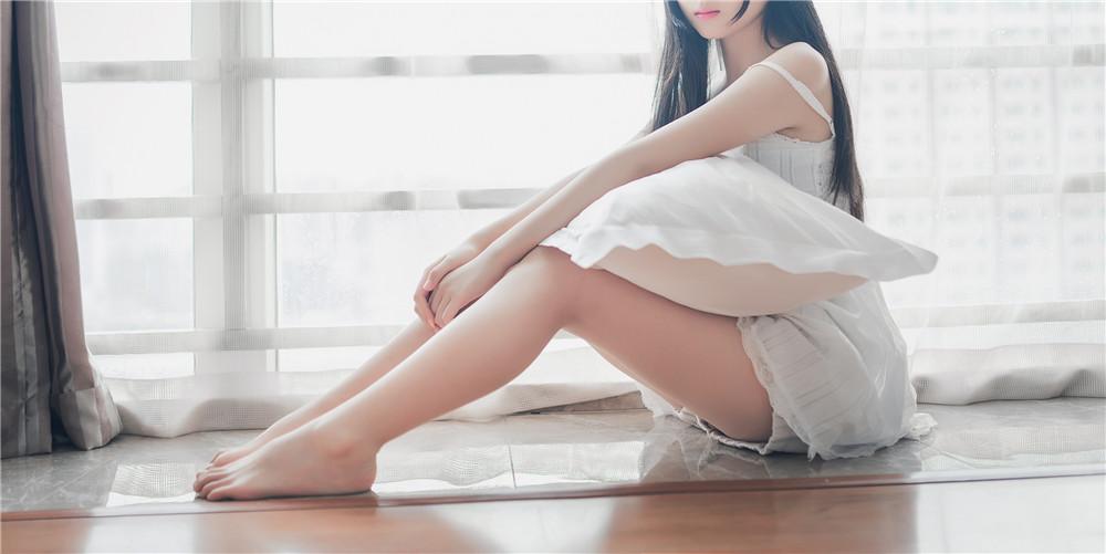 喵糖映画 VOL.006 无邪的笑容朦胧吊带小白裙写真[37P]