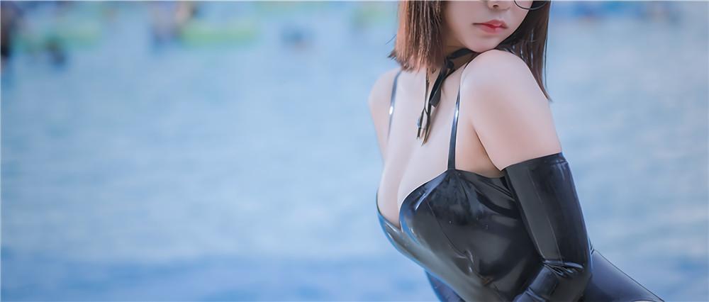 抱走莫子aa-黑色乳胶泳衣眼镜娘[40P-215M]