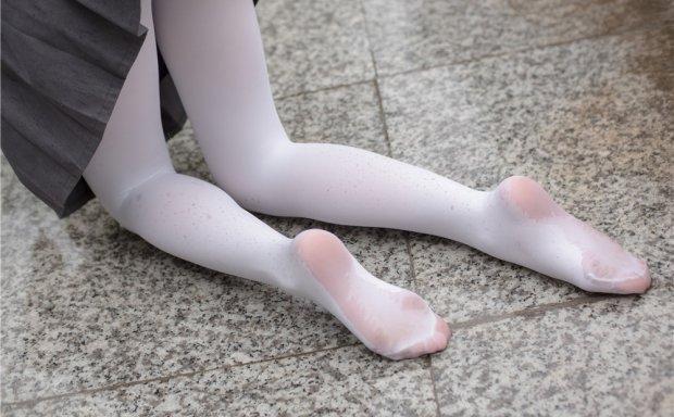 森萝财团 BETA-003 阿玲妹纸JK白丝 室外湿漉[71P-403M]
