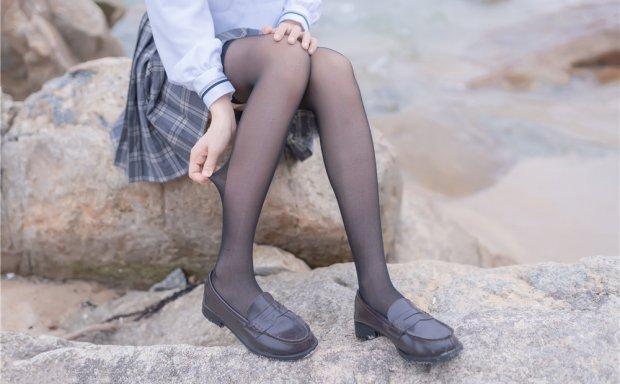 木绵绵OwO-海边黑丝JK制服[40P-100M]